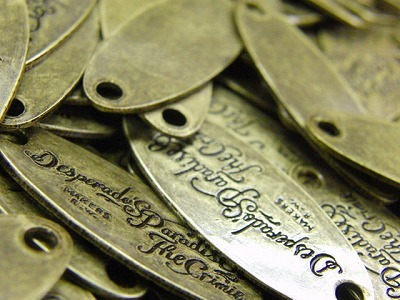 オリジナル・オーダーメイド、特注メタルネームプレート金具の製作オリジナル・特注、ロゴ入りメタルプレート
