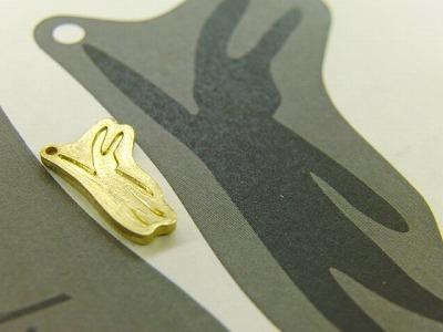 極小のウサギ型デザイン、オリジナル・オーダーメイド、特注のアクセサリーメタルプレートの製作