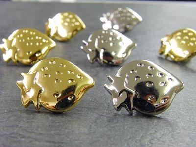 オリジナルのボタン、カシメ、ホック、ジッパー、チャーム、タグ、ネームプレートなど、お客様のブランドロゴやモチーフを刻印したり、彫刻した、オーダーメイドの、オリジナル・特注金具 メタルハウス 金具