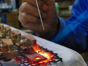 印伝屋さまオリジナル、オール手作り真ちゅう製、特注ベルトバックル金具のオーダー メタルハウス