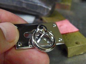 ブランドオリジナル、オール真ちゅう製の手作り、特注ブローチ、アクセサリー金具のオーダー メタルハウス