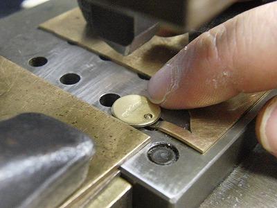 オリジナル・特注の刻印、素押し、焼印金具 メタルハウス