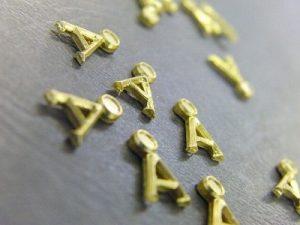 オリジナル・特注、メタルブローチ金具のオーダーメイド メタルハウス