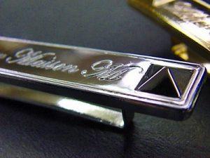 オーストラリアからの、特注・オーダーメイド、オリジナルブランドネーム入りメタルプレート金具の製作 メタルハウス金具