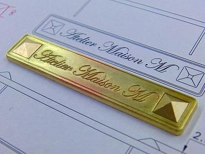 オーストラリアから、特注・オーダーメイドのオリジナルブランドネーム入りメタルプレート金具 メタルハウ