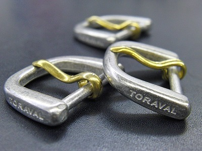 オリジナル・特注のネーム入りDカンとオーダーメイドバックル メタルハウス金具製造販売