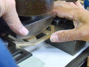 オリジナル・特注のバックル金具製作とベルト革の縫製 メタルハウス金具製造販売 オリジナル特注オーダーメイド金具