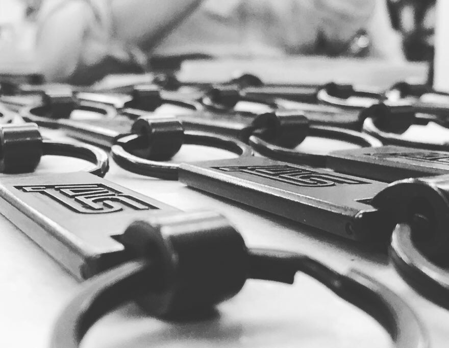 自動車メーカー様オリジナルネーム刻印、オーダーメイドキーホルダーの製作