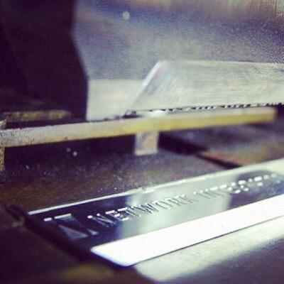 アルミニウム製オリジナルネーム入りメタルプレート、アクセサリーのオーダー