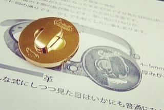 お客様のブランド名を刻印して、オリジナルのバッグ用ひねり金具を製作