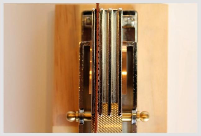 メタルハウスにて実用新案取得。コバ塗り、コバ処理、墨塗り機。 ・ 🔨 メタルハウスにて開発、発売以来30年以上ご愛用いただいている、ロングセラーのコバ塗り機。