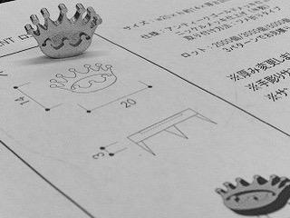 お客様ブランドオリジナルロゴを刻印したメタルチャーム、ブランドネーム入りアクセサリーパーツを製作させて頂きました。