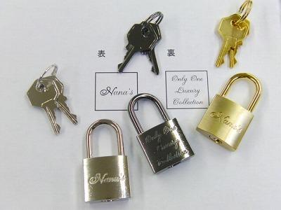 オリジナルブランドロゴ刻印。カギ、錠前の特注オーダーメイド 、メタルハウス アクセサリー 金具 2019215