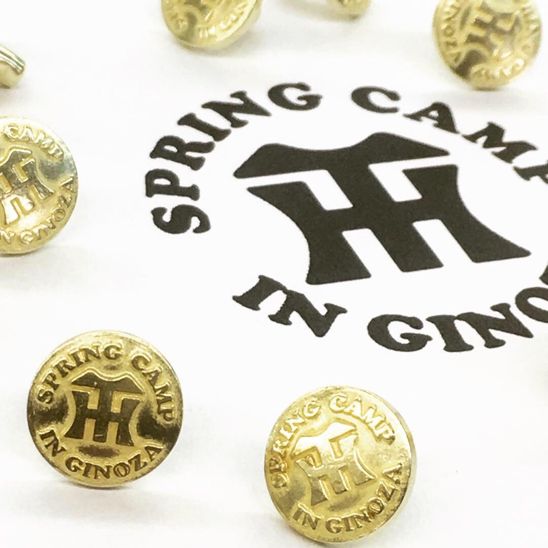 経年変化=アジを楽しむことの出来る真ちゅう素材。ナチュラル志向のブランドやお客様に大変好まれています。 ・ 真鍮は加工もしやすく、そのままの状態でも、メッキ加工をしても上質な素材です。