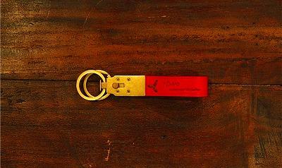 ブランドロゴやモチーフを素押し、焼印することも可能なキーホルダー