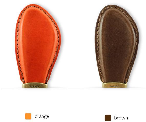 5種類のイタリア製のブッテーロというナチュラルな製法で作られた革を取り付け