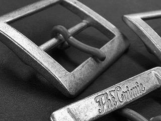 ベルトバックルのオーダーメイド。ロゴ、社名、名入れもオリジナルで製作。  洋服やジャケットのアクセントにしたり、ブランドオリジナルのロゴやデザインを彫刻したり、、バック、革小物、ブーツや靴、、完全オーダーメイドのバックルが作れます。