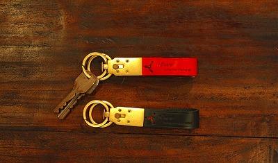 さまざまな用途と数のカギを持ち運び、取り外しすることが可能なキーホルダー