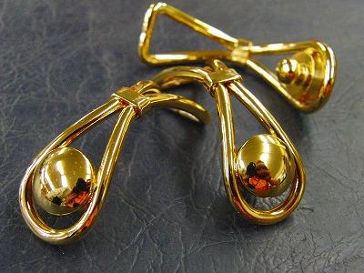 職人の技術を必要とするクラッチバック留め金具の製作依頼を頂きました。