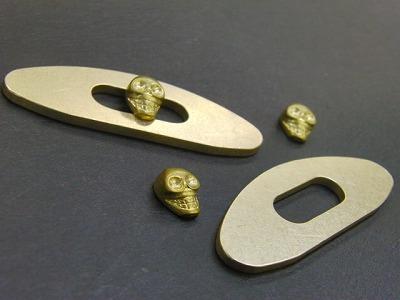 """指輪を作成するのと同じ製法である、""""ロストワックス""""にてスケルトンを作成していきました。"""