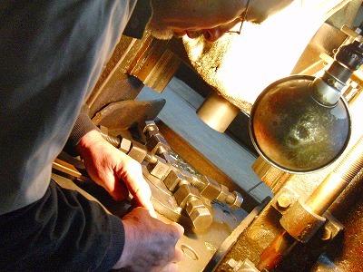 真鍮製ネーム入りアクセサリーホック、カシメ、チャームの特注オーダー