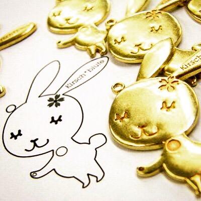 ウサギのデザインを忠実に再現して製作した、真ちゅう製のオリジナルメタルチャームの製作。