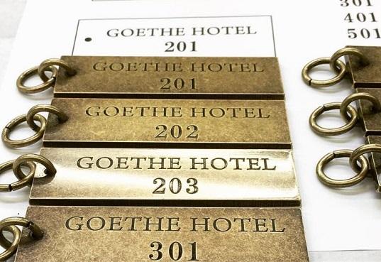 部屋番号入り、ホテルルームキーとアクセサリーチャームのオーダー