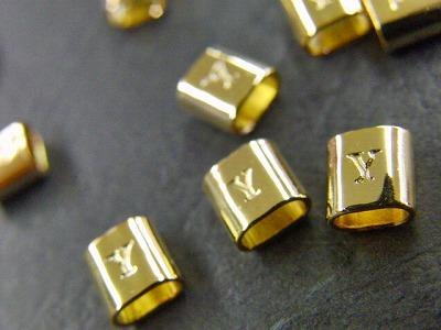 """この時点の金具の""""艶""""、""""丸み""""、全体の""""光沢感""""しだいでオリジナル金具のクオリティーがほぼ決まります。"""