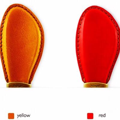メタルハウスの金具の中で、ロングランの人気金具の一つに、靴べらとキーホルダーが一体になった金具があります(品番:Z-5272)
