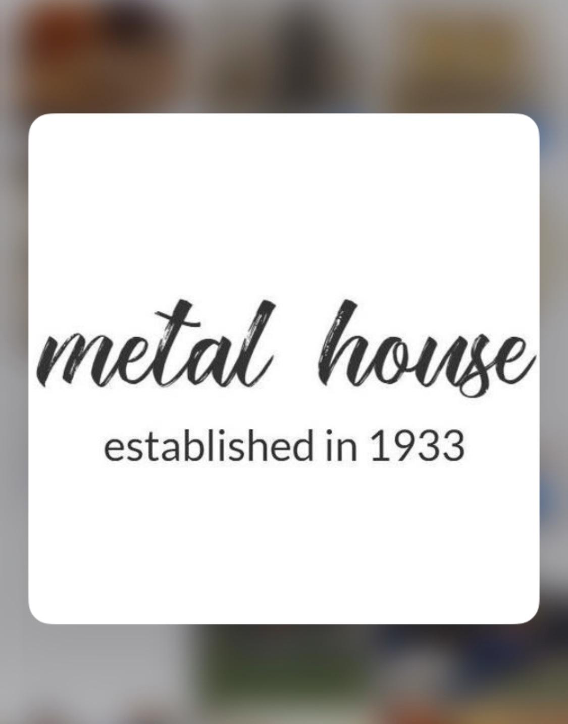 私たちメタルハウスは80年以上お客様の大切なブランドの金具を製作したり、アクセサリーのデザインにオリジナルのロゴ入れたり、希望のサイズや色、形、ロット、素材を自由カスタマイズしながらオーダーメイドの金具やアクセサリー製作し続けています。