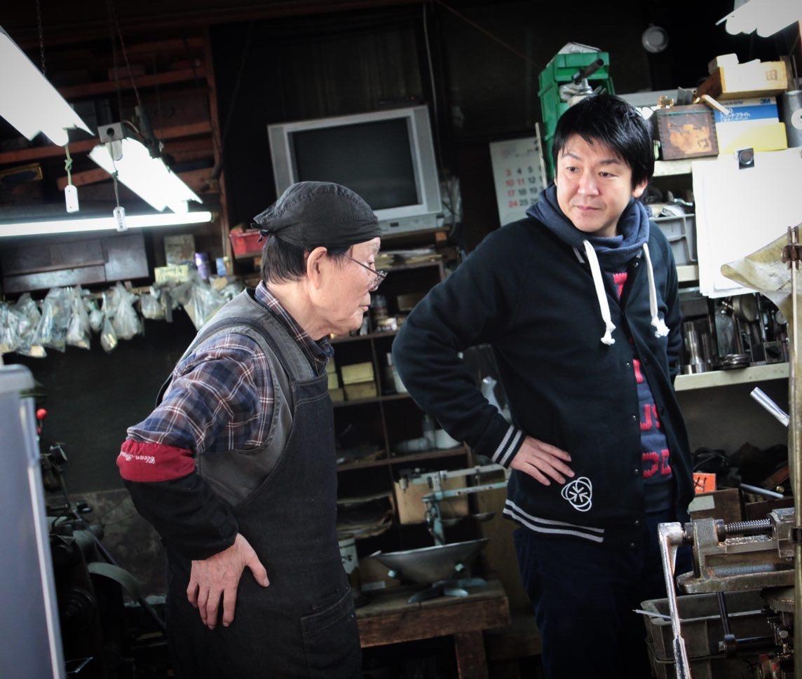 サンプル作りや小ロットでのオリジナル金具の製作には欠かせない伝統ある製法。 ・ 🔨 どんなに高度な要求にもいつも笑顔で答えてくれる半世紀近き付き合いのある職人さん。