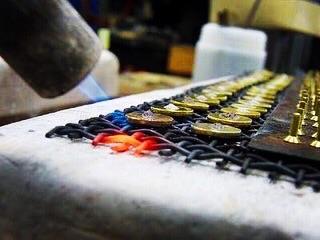 ジュエリーブランド特注のオリジナルチャーム、ジッパー、カシメ、スライダー、アクセサリー金具のオーダーメイド。
