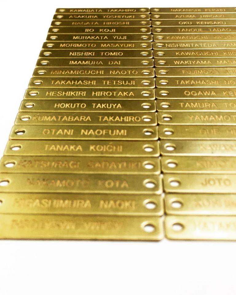 社員全員にオリジナルのベルトバックル+ベルト革部分を製作して、革ベルト部分に200名の社員個別の名前を彫刻したオリジナルプレートを取り付けて納品させて頂きました。
