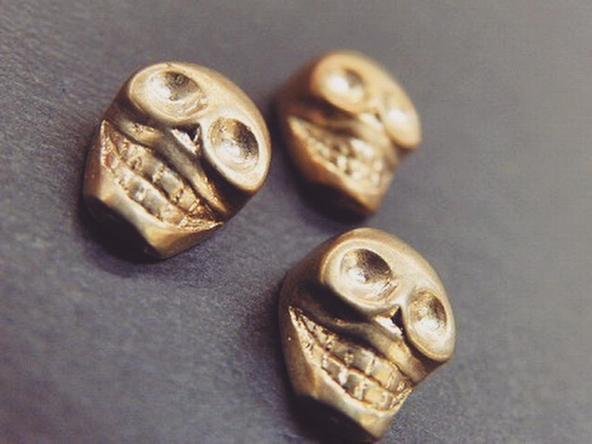 """指輪や貴金属を作成する製法""""ロストワックス""""にて作成された、同様のスケルトン金具です。"""