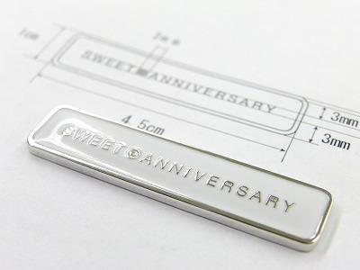 オリジナルロゴ入り、特注アクセサリーブランドネームプレートのオーダー Original Metal Nameplate with Original Logos     こだわりを持ったオリジナルのアルバムを作成されていらっしゃるお客さまから、オリジナルのロゴを刻印した、オリジナルの、アクセサリーメタルネームプレートの製作依頼を頂きました。