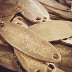 半世紀の歴史のあるプレス機を利用して、弊社の熟練の金型職人、プレス職人が作成して行きました。