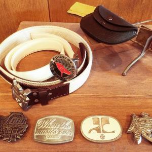 メタルハウスでは、お客様オリジナル金具やアクセサリーパーツと合わせて、革の手配や、縫製の手配など、お客様のブランド、記念品、ギフト用なと、トータルにて商品作りのサポートも行なっています。