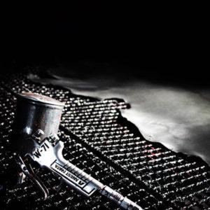 学校法人さまより卒業生へ、オリジナルの金具をその他の付属パーツと組み合わせた記念のキーホルダーの製作。また、自動車販売店さまのお客さまへの金属革小物の贈呈品、法人様や学校の創立記念、ブランディングの一つとしての金属小物、キーホルダーのカスタマイズができます