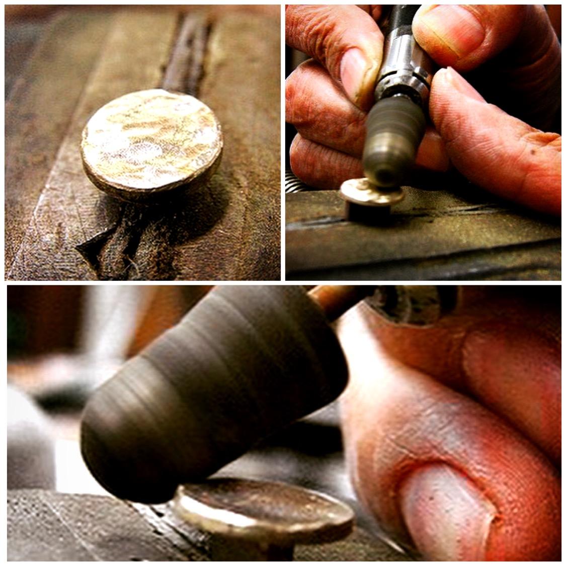 国内、海外、業種をを問わずオリジナルのボタン、カシメ、ホックを作成したい、ジッパーやチャーム、ネームプレート、看板、缶バッジなどのアクセサリーやバックル、キーホルダー、靴べらなどの金属製小物にオリジナルのロゴやモチーフを入れた金具を作成したいなど、オリジナル、特注金具作成に関してのご相談多くを頂きます。