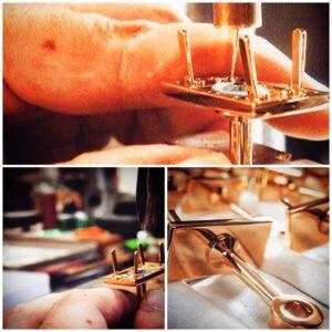 メタルハウスでは、オリジナル金具作成から、革の縫製、箱詰めまで、完全オーダーメイドでモノ作りのお手伝いを致します。