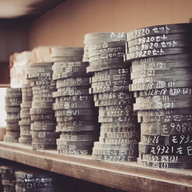 今回は数百個程の製作依頼でしたので、ゴム型を使用した鋳物での製法を選択して行きました。