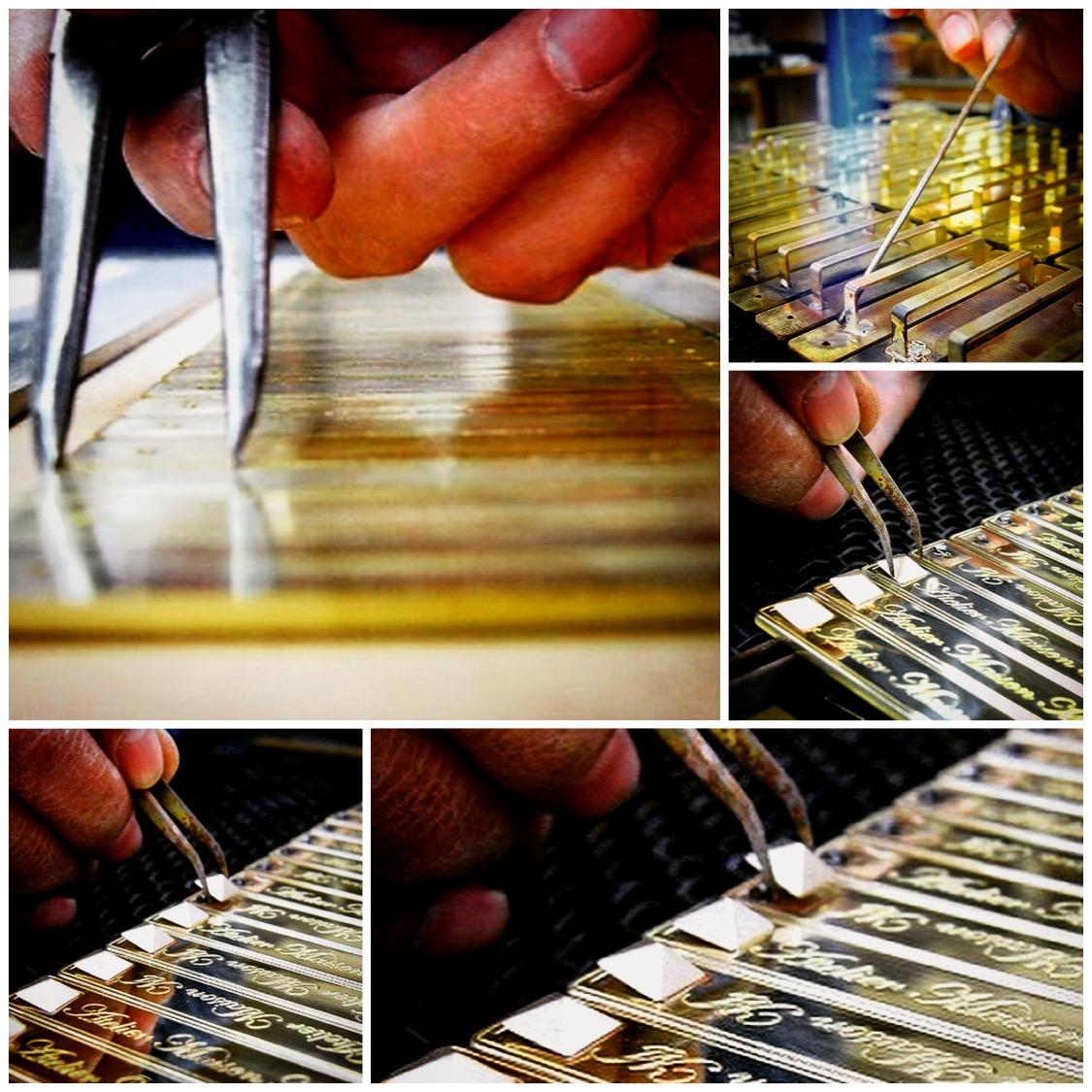 オリジナル金具製作やその他付属金具の手配、また縫製メーカーさまとの打ち合わせ、革屋さん、その他部材の仕入れに発生する手間や時間をメタルハウスに一任して革小物や金属小物の商品を製作することが可能です。