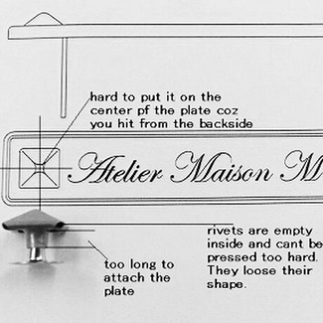 サンプル作りや小ロットでのオリジナル金具の製作には欠かせない伝統ある製法。時には、注文された金属のアール(カーブの角度)を作り上げるために、刃や原盤から作成していくこともあります、、、