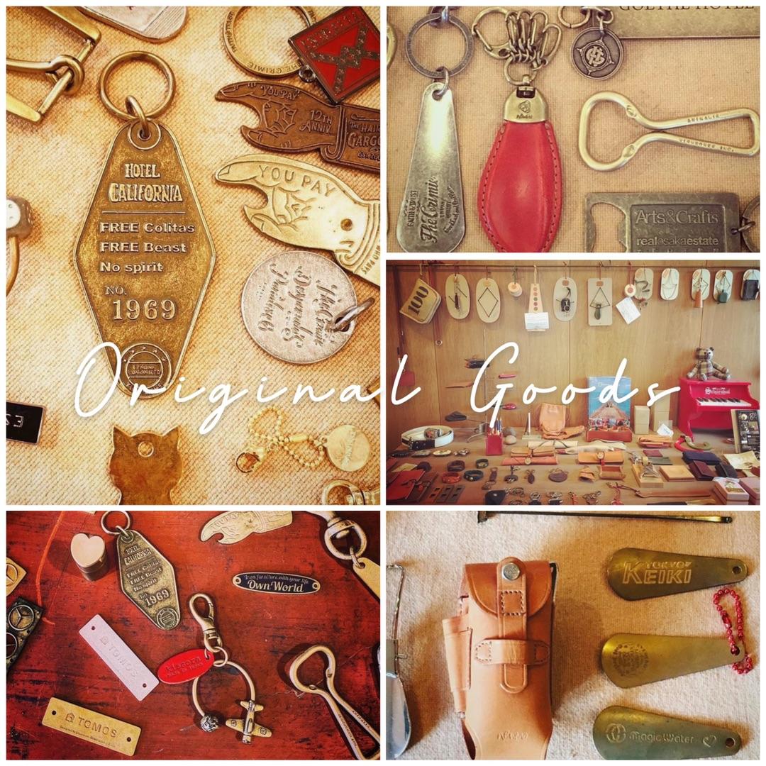 真鍮製の経年変化を楽しめる、お客様オーダーメイドの靴べらと、真鍮製のチャーム付き耳かき。どちらも真鍮素材の為、経年変化、エイジングを楽しむ事ができる仕上げです。