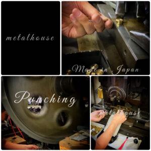 プレスの技術と職人。成熟された職人の技術から生まれてくる感性を見事に形にしてくれる機械や道具たち。オリジナル金具の原点がここに。 🔨 We, metalhouse can create original metals or accessories for customer's original brand. Choosing materials, colors or engraving logos are available. Our Craftsman Specialized in Pressing Technique
