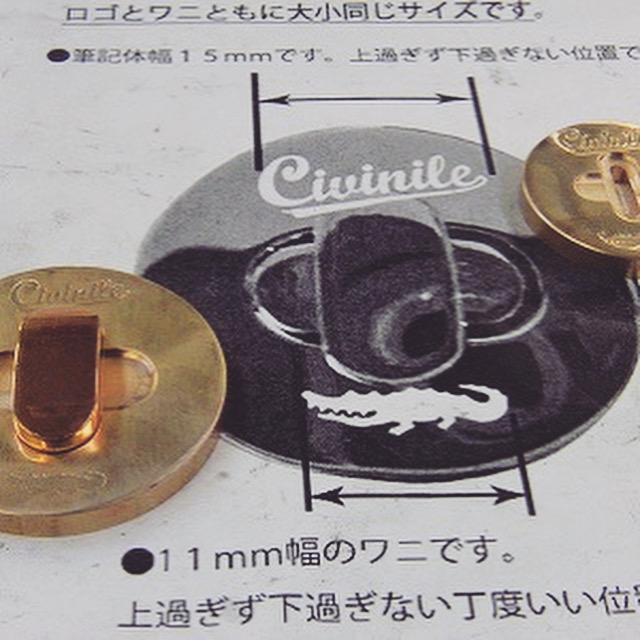 ひねり式のデザインに仕上げる為に、メッキ加工後には別途ひねりの形をした金具を取り付ける必要があります。