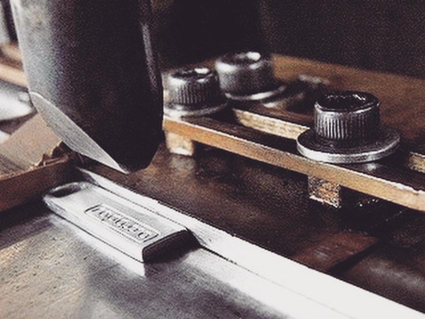 メタルハウスでは、お客様オリジナルブランド用に、アクセサリーパーツ、メタルパーツを始め、さまざまな金具を特注で作れます。お気軽にご相談してください。