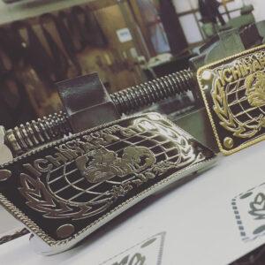 キックボクシングのトレーニングジムさま用に、オリジナルのイメージ、特注にてベルトバックルを作成させて頂きました。 Creating original metal buckles. All customized with customers designs and its handmade belt buckles and they will be used for leather belt, cloths, bags, keychsins and any other small gadgets.
