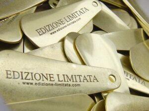 お客様オリジナルブランドのロゴを刻印した、真鍮製、オーダーメイドの靴べらキーホルダーの製作。