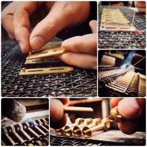 メタルハウスでは、ブランドの名前や、ロゴを刻印したり、彫刻したり、また、サイズを小さくしたり、細長くしたりと、オリジナルのケリーバーキン金具をオーダーメイドで作れます。